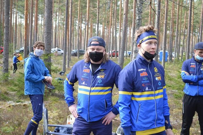 Sami Siirilä (vas.) ja kakkosjoukkueen avaaja Tuomas Kotro Kouvolassa. Kuva: Mikko Niskanen/Viestiliiga